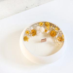 bougie fleurie fleurs sechees galet blanc origine atelier floral
