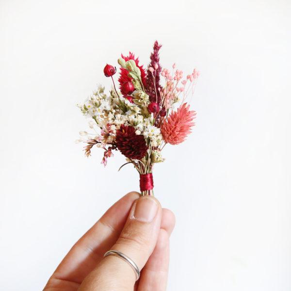 boutonnière-de-fleurs-séchées-mariage-b ordeaux-et-rose-origine-atelier-floral